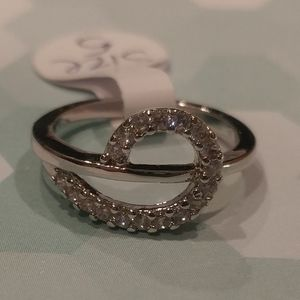 Silver Plated Cubic Zirconia Pave´ Ring Size 5
